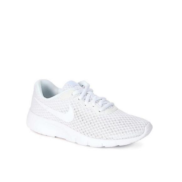 a72b57b08e2f61 White Nike Tanjun Youth GS 3.5. M 5bfb32b204e33d038db7ac36